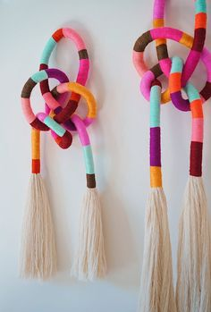 DIY Wrapped & Knotted Wall Hanging - Honestly WTF and crafts crafts day crafts crafts Rope Crafts, Yarn Crafts, Diy And Crafts, Arts And Crafts, Diy Crafts Using Yarn, Creative Crafts, Diy Yarn Decor, Creative Wall Decor, Diy Art