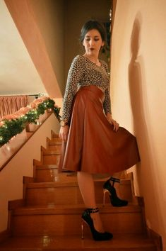 Caramel brown flowing leather maxi skirt and ankle strap heels #anklestrapsheelsoutfit #tananklestrapsheels