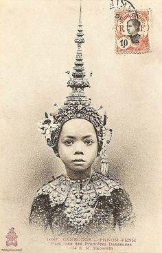 Cambodge - Phnom Penh - Pum, une des Premières Danseusesde de S.M. Sisowath