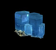 Aquamarine.  The collection of minerals   Live from the Labs of UPMC