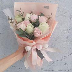 Flower Boquet, Bouquet Wrap, Beautiful Bouquet Of Flowers, Hand Bouquet, Small Bouquet, Rose Bouquet, Floral Bouquets, Beautiful Flowers, Luxury Flowers