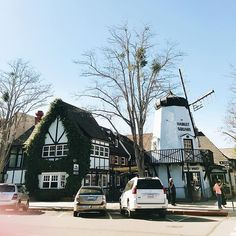My first time in Solvang! Absolutely smitten with this Danish town and hope to come back soon. We had some epic charcuterie for lunch (srsly check my stories!) and aebleskivers - thanks everyone for the incredible recs on a previous post. Obviously, all my trips revolve around food 😭 best kind, am I right? When/where is your next trip somewhere new? I wanna hear! 👇  #Regram via @katiepritchard