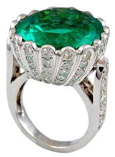 18k White Gold Emerald Ring