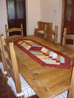 My table runner - free tutorial from the Missouri Star Quilt Company.