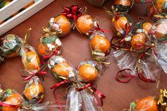 Best gifts diy cheap crafts to make Ideas Neighbor Christmas Gifts, Homemade Christmas Gifts, Neighbor Gifts, Christmas Love, Homemade Gifts, Holiday Gifts, Christmas Holidays, Christmas Wreaths, Christmas Bulbs