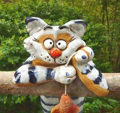 Pottery Animals, Ceramic Animals, Ceramic Design, Ceramic Art, Cat Crafts, Arts And Crafts, Clay Cats, Cat Statue, Large Paper Flowers