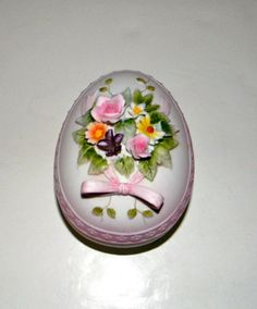 Vintage Lefton egg shaped trinket box  great for by FeliceSereno, $15.00