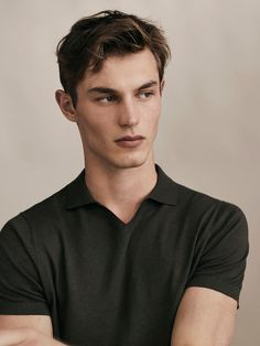 Men´s Collection at Massimo Dutti online. Enter now and view our Spring Summer 2019 Collection collection. Kit Butler, Polo Shirt Outfits, Photography Poses For Men, Fashion Photography, Pique Shirt, Slim Fit Polo Shirts, Safari Jacket, Lakme Fashion Week, Gentleman Style