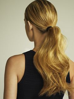 Try this 1-minute fresh and wavy pony.