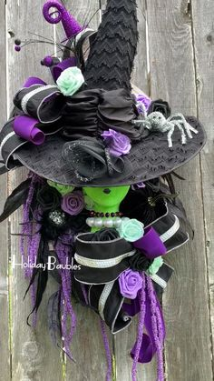 WiCkeD Witch of the West Halloween Witch Wall Decor Halloween Front Doors, Halloween Deco Mesh, Halloween Home Decor, Outdoor Halloween, Halloween Projects, Diy Halloween Decorations, Halloween Crafts, Halloween Wreaths, Halloween Flowers