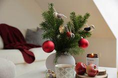 Handgefertigte Kerzen aus Biobienenwachs. Hergestellt in Österreich. Ein natürlicher Duft der jedes Zuhause gemütlich macht. Ein schönes Gastgeschenk oder Weihnachtsgeschenk. Handmade candles from organic beeswax. Made in Austria. A natural scent that makes every home cosy. A nice guest gift or Christmas present. #hyggehome #christmas #hyggezuhause #weihnachten #weihnachtsgeschenk Christmas Wreaths, Christmas Tree, Hygge, Table Decorations, Holiday Decor, Design, Home Decor, Handmade Candles, Moonlight