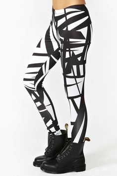 Shattered Leggings ~ really good combo! Winter Outfits, Casual Outfits, Cute Outfits, Shoes For Leggings, Women's Fashion Leggings, Cute Tights, Cute Leggings, Grunge, Underwear
