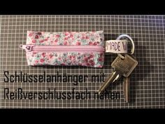 Sew bag / utensil yourself - idea, Sewing Hacks, Sewing Crafts, Sewing Projects, Diy Bags Tutorial, Youtube Sewing, Cute Wallets, Diy Keychain, Sewing Material, Key Fobs