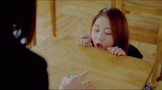 Анимация Девушка кинула голубую конфетку другой девушке в рот (© Юки-тян), добавлено: 08.03.2015 00:35