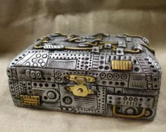 Check out our metal trinket box selection for the very best in unique or custom, handmade pieces from our jewelry boxes shops. Polymer Clay Steampunk, Arte Steampunk, Steampunk Crafts, Steampunk Design, Polymer Clay Art, Clay Projects, Clay Crafts, Clay Box, Small Wooden Boxes