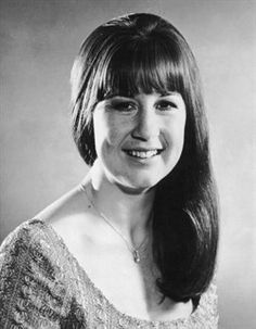 Judith Durham - singer for The Seekers Celebrity Singers, Female Singers, Rhythmic Pattern, Famous Singers, Celebs, Celebrities, Durham, Hair Today, Beautiful Models