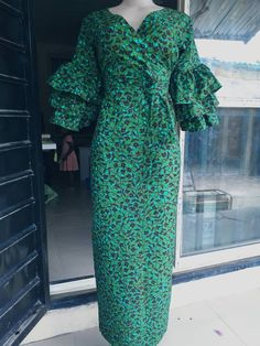 Latest African Fashion Dresses, African Print Dresses, African Dress, African Prints, Classic Fashion Looks, Ankara Long Gown Styles, Queen Dress, African Attire, Skirt Fashion