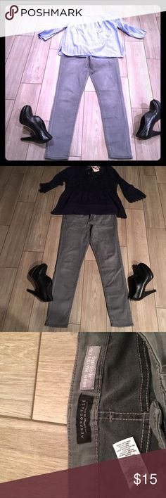 $5 off! Grey skinny jeans. Grey stylish jeggings. Dress them up or down. Gently worn and a little frayed giving it a distressed look. Aeropostale Jeans Skinny