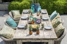 Walter Van Gastel - Tropische geïnspireerde tafelschikking - Foto's uit Landelijk Wonen. Fotograaf Claude Smekens, styling Marie Masureel.