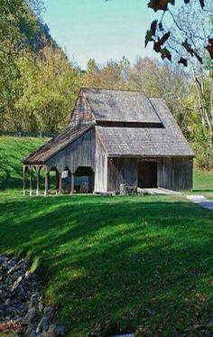 Beautiful old farm, barn, country living, country life Country Barns, Country Life, Country Living, Country Roads, Barn Pictures, Barns Sheds, Old Farm Houses, Barn Houses, Farm Barn
