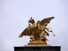 """""""Renommée des Arts"""" (Emmanuel Fremiet, 1897-1900)_Pont Alexandre III (8è Arrt)_Paris (France)_2014-10-24 © Hélène Ricaud-Droisy (HRD)"""