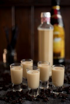 Vanilla and Coffee Liqueur Eggnog Recipe - Cocktails Christmas Drinks, Holiday Cocktails, Cocktail Drinks, Fun Drinks, Yummy Drinks, Cocktail Recipes, Alcoholic Drinks, Beverages, Christmas Ornaments