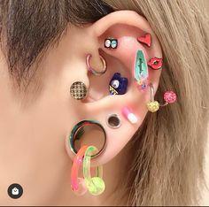 Pretty Ear Piercings, Types Of Ear Piercings, Piercings For Girls, Septum Piercing Jewelry, Piercing Tattoo, Ear Jewelry, Body Jewelry, Wound Makeup, Chanel Earrings