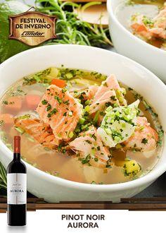 Quem disse que sopa não pode ser o prato principal? Essa receita deliciosa de ensopado de salmão esta aí para provar o contrário. Ah, não esqueça do Pinot Noir da Aurora para acompanhar essa maravilha.  Veja essa e outras receitas em: http://www.condor.com.br/receitas.