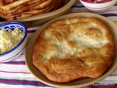 Langosi simpli Romanian Food, Romanian Recipes, Pastry And Bakery, Food And Drink, Appetizers, Cooking Recipes, Favorite Recipes, Lunch, Snacks
