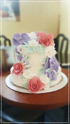 today i had the chance to make this bridal shower cake! hope the bride to be enjoys it! 💖😊 #bridalshower #cake #fondant #buttercream #poppyseedcake #dulcedeleche