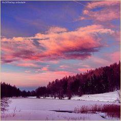 """""""Cose che appaiono"""" La #PicOfTheDay #turismoer di oggi si gode lo spettacolo ciaspolando verso il Monte #Ventasso, nei dintorni del #LagoCalamone. Complimenti e grazie a dmdade / """"Things that appear"""" Today's #PicOfTheDay #turismoer enjoys the show during a snowshoe hike towards #Ventasso Mount, around #Calamone Lake. Congrats and thanks to dmdade"""