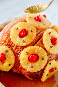 This Old-Fashioned Holiday Ham is the perfect Baked Ham Recipe. Spiral sliced ham glazed with brown sugar and pineapple juice, and decorated with colorful pineapple slices and cherries. Baked Ham Recipe You won't believe Christmas Ham Recipes, Holiday Ham, Holiday Recipes, Thanksgiving Recipes, Pineapple Glaze, Pineapple Ham, Pineapple Slices, Spiral Sliced Ham, Ham Glaze Brown Sugar