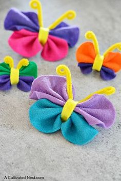 DIY Felt Butterfly Craft! There are so many things to do with this adorable felt butterfly craft! Such as, add a magnet on the back for instant fun on your refrigerator. Attach to hair clips or bobby pins and adorn in your lovely locks. Glue onto photo frames to add a fun splash of color. Use in place of a bow on a gift. Attach to a burlap banner and hang. | Easy crafts