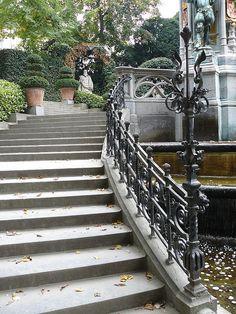 Bruxelles (Belgique), Petit Sablon: escalier de la fontaine by Marie-Hélène Cingal, via Flickr