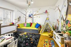 Dětská postel s přistýlkou David - grafit, Teepee Slunečné ráno, Dětský koberec Grafit,  Komoda na hračky Natural, Stůl s židlemi Natural