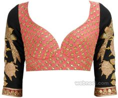 Blouse designs accentuate the looks of the wearer. For a classy and sophisticated look, try these amazing blouse designs which can win you many appreciations. Saree Blouse Patterns, Sari Blouse Designs, Designer Blouse Patterns, Design Patterns, Choli Designs, Sari Bluse, Saree Jackets, Moda Indiana, Indian Blouse