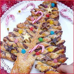 Un goûter trop sympa, d'une simplicité enfantine et super rapide à réaliser pour les fêtes de Noël ! ^^Sivous êtes réfractaire au Nutella, de nombreuses autresgarnitures sont possibles: chocolat fondu, pâte de spéculoos,