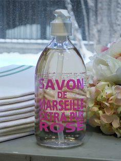 pink  soap toiletjuffrouw