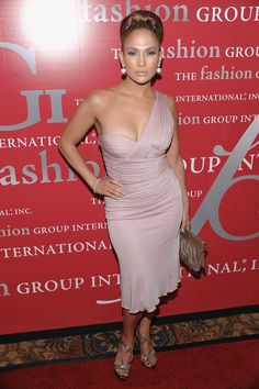 Jennifer Lopez wearing Versace at the Fashion Group International's Annual Night of the Stars Awards J Lo Fashion, New Fashion Trends, Fashion Group, Runway Fashion, Janet Jackson Videos, Jennifer Lawrence Hot, Pictures Of Jennifer Lopez, Celebrity Bikini, Celebs