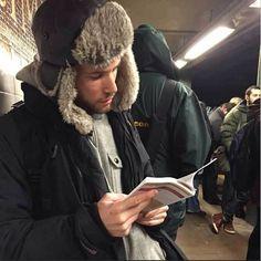 Hombres leyendo. Instagram