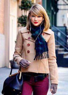 Taylor shopping in New York today 27.02.14 ♥