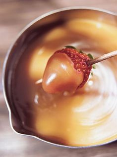 Ricardo Cuisine helps you find that perfect recipe for a fruit-based dessert. Learn how to make poached peaches, baked apples, caramel fruit dip, and more. Fondue Recipes, Fruit Recipes, Dessert Recipes, Copycat Recipes, Fondue Raclette, Caramel Delights, Ricardo Recipe, Cooking Sauces, Holiday Recipes