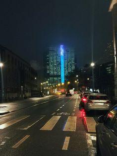 Quand la tour des finances disparait dans la brume. #bxl #tourdesfinances #disparue #brussels #architecture #brusselsbynight
