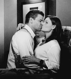 """Bones - 7.01, """"The Memories in the Shallow Grave"""""""