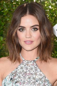 Want to change up your hairstyle but have fine hair? Check out these celebrity-approved short haircuts for fine hair Teen Choice Awards 2016, Hot Hair Styles, Curly Hair Styles, Lucy Hale Short Hair, Lucy Hale Haircut, New Hair, Your Hair, Big Eyebrows, Best Wedding Hairstyles