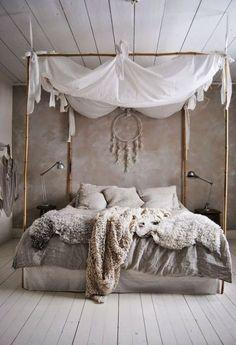 Gemütliches Schlafzimmer Bett Boho chic grau Leinen