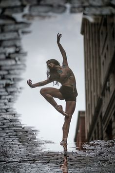 Street Ballet: Omar Z Robles captures ballet dancers leaping all over New York City-