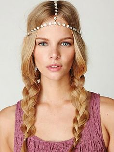 DIY Free People inspired Bohemian Chain Headpiece out of a necklace - Tutorial