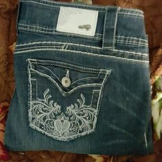 Candies Boots Cut Jeans Size 11 Hot jeans, Cut very nice, True to size. They are to big for me now. Great for wide belt. Candie's Jeans Boot Cut
