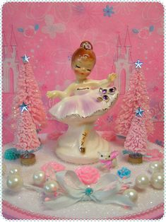 Kitsch Vintage Styled Christmas Decorations and Gift Boxes! Merry Christmas, Shabby Chic Christmas, Christmas Love, All Things Christmas, Christmas Crafts, Christmas Decorations, Christmas Fairy, Christmas Trees, Christmas Figurines